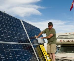 زمان و نحوه تمیز کرن پنل خورشیدی