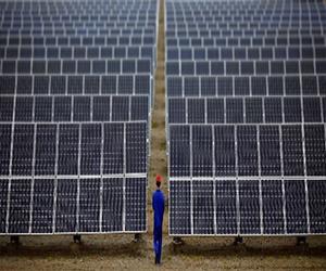 بررسی تاثیر دمای محیط و باد بر روی کارایی و نصب پنل های خورشیدی