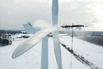تمیز کردن توربین بادی به کمک پهپاد
